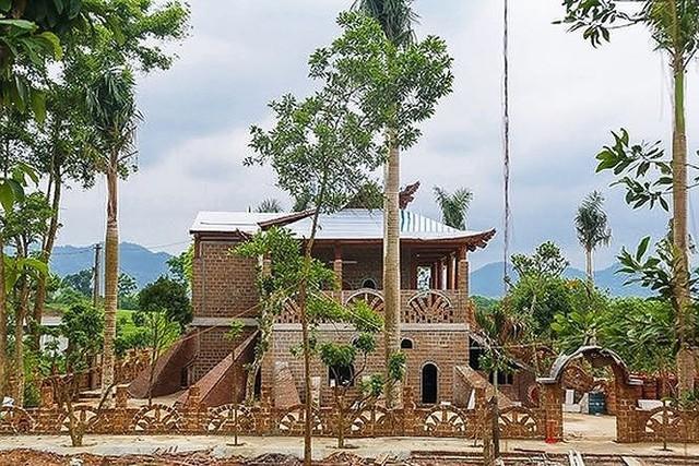 Cưỡng chế tháo dỡ cung điện công chúa ở Ba Vì- Hà Nội  - Ảnh 1.