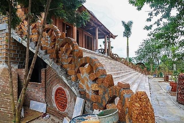 Cưỡng chế tháo dỡ cung điện công chúa ở Ba Vì- Hà Nội  - Ảnh 2.
