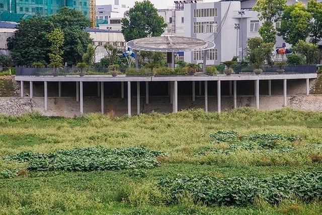 Hà Nội lên tiếng về Công viên Nhân Chính 300 tỷ đồng nằm im - Ảnh 2.