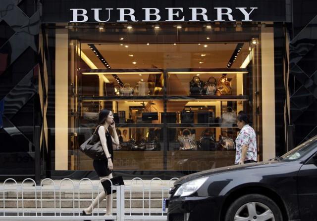 Burberry thiêu hủy 857 tỷ đồng hàng tồn, và điều này xảy ra hàng năm để ngăn hàng hoá không bị tuồn ra chợ xám - Ảnh 2.