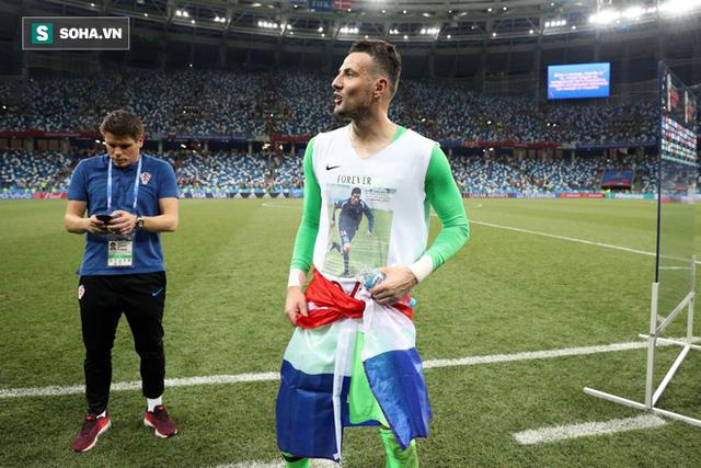 Câu chuyện tình bạn cảm động sau hình ảnh trên áo của người hùng Croatia - Ảnh 1.