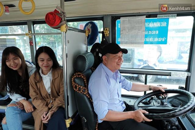 Những câu chuyện đáng yêu của bác tài xe buýt 54 và rổ tiền lẻ đầy tình người giữa Sài Gòn: Nếu quên, bạn cứ lấy tiền lẻ để mua vé - Ảnh 11.