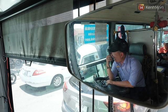 Những câu chuyện đáng yêu của bác tài xe buýt 54 và rổ tiền lẻ đầy tình người giữa Sài Gòn: Nếu quên, bạn cứ lấy tiền lẻ để mua vé - Ảnh 6.