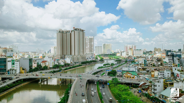 Khan hiếm nguồn cung, nhà đất Bến Vân Đồn Sài Gòn thiết lập mặt bằng giá mới - Ảnh 2.
