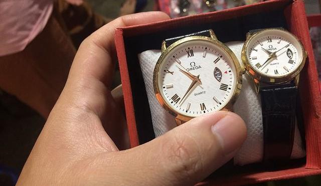 Đồng hồ hàng hiệu Omega, Rolex bán như… bán rau  - Ảnh 3.