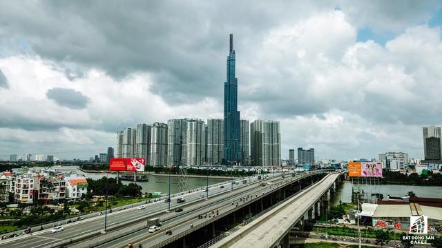 Cận cảnh tòa nhà cao nhất Việt Nam chuẩn bị khai trương trung tâm thương mại Vincom Center Landmark 81 - Ảnh 1.
