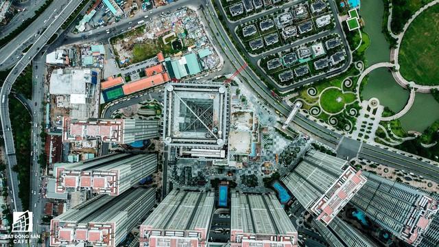 Cận cảnh tòa nhà cao nhất Việt Nam chuẩn bị khai trương trung tâm thương mại Vincom Center Landmark 81 - Ảnh 2.
