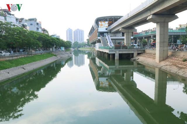"""Sông Tô Lịch """"hồi sinh"""" sau những ngày Hà Nội mưa lớn - Ảnh 1."""