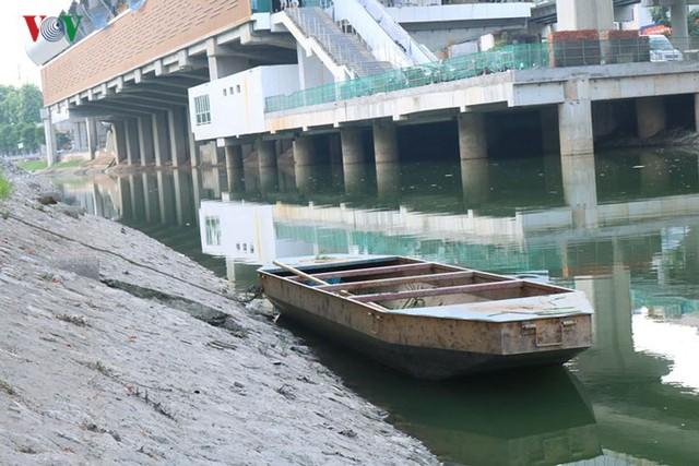 """Sông Tô Lịch """"hồi sinh"""" sau những ngày Hà Nội mưa lớn - Ảnh 2."""