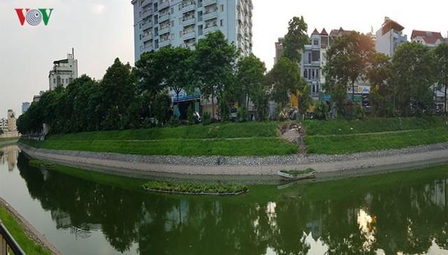 """Sông Tô Lịch """"hồi sinh"""" sau những ngày Hà Nội mưa lớn - Ảnh 11."""
