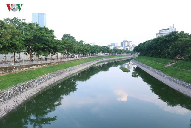 """Sông Tô Lịch """"hồi sinh"""" sau những ngày Hà Nội mưa lớn - Ảnh 12."""