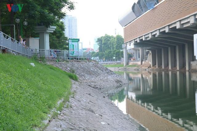 """Sông Tô Lịch """"hồi sinh"""" sau những ngày Hà Nội mưa lớn - Ảnh 4."""