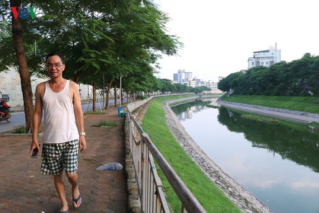 """Sông Tô Lịch """"hồi sinh"""" sau những ngày Hà Nội mưa lớn - Ảnh 7."""