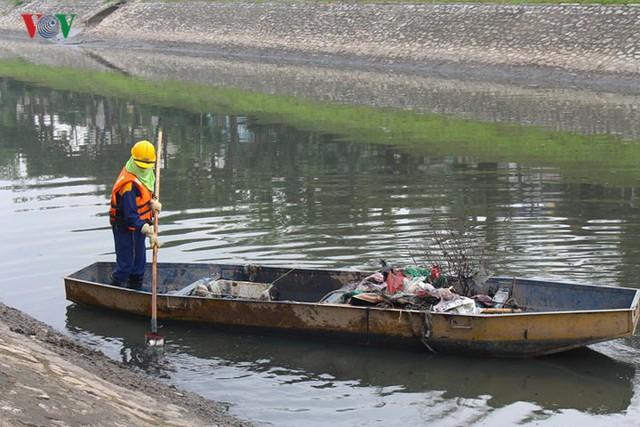 """Sông Tô Lịch """"hồi sinh"""" sau những ngày Hà Nội mưa lớn - Ảnh 10."""