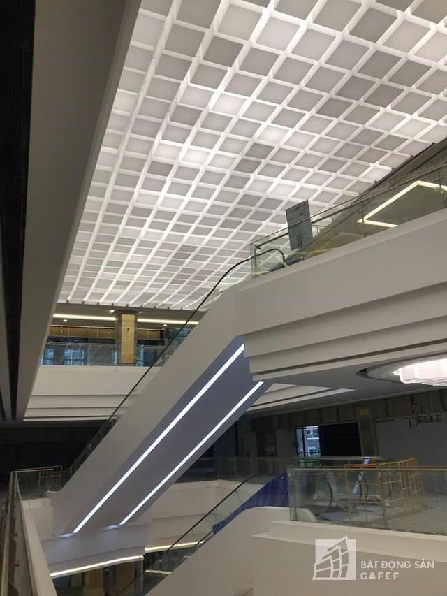 Cận cảnh tòa nhà cao nhất Việt Nam chuẩn bị khai trương trung tâm thương mại Vincom Center Landmark 81 - Ảnh 14.