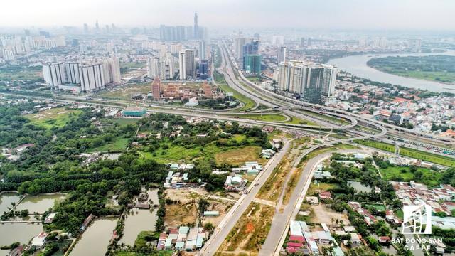 Toàn cảnh Khu liên hợp thể thao Rạch Chiếc (TP.HCM) 15.000 tỷ đồng lỡ hẹn Sea Games 31 nhìn từ trên cao - Ảnh 1.