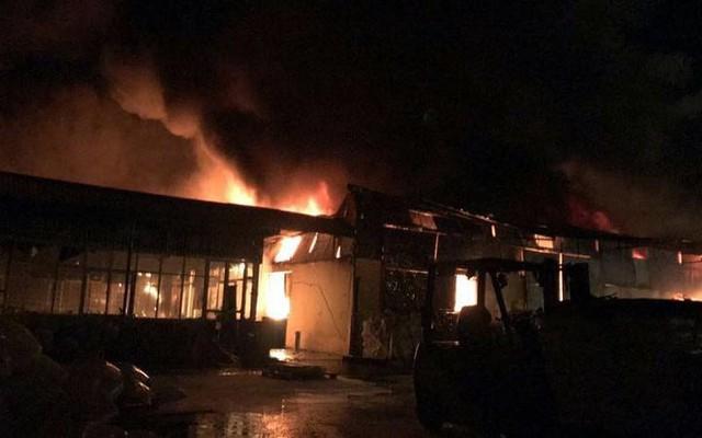 Chợ Gạo ở Hưng Yên tan hoang, đổ nát sau vụ cháy kinh hoàng - Ảnh 1.