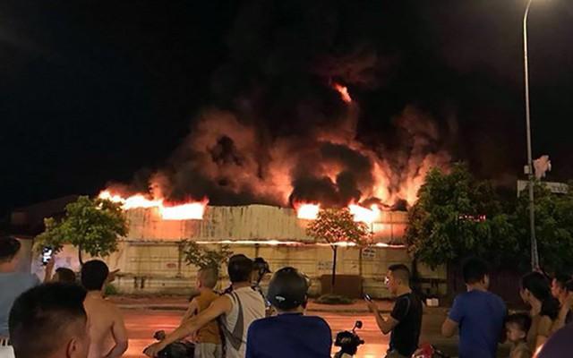 Chợ Gạo ở Hưng Yên tan hoang, đổ nát sau vụ cháy kinh hoàng - Ảnh 2.
