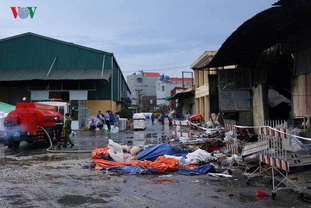 Chợ Gạo ở Hưng Yên tan hoang, đổ nát sau vụ cháy kinh hoàng - Ảnh 14.