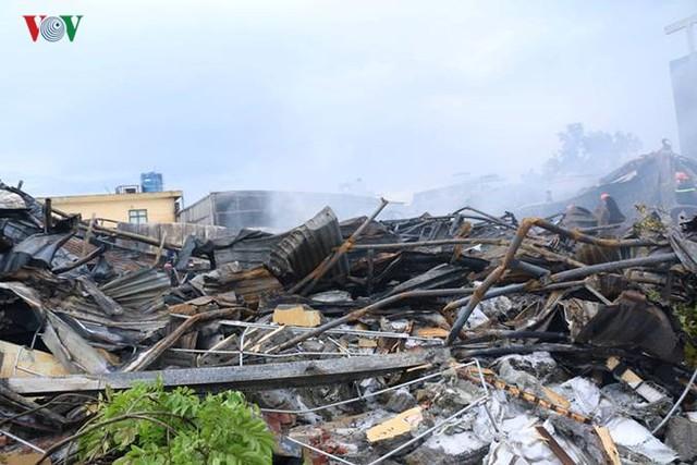 Chợ Gạo ở Hưng Yên tan hoang, đổ nát sau vụ cháy kinh hoàng - Ảnh 15.