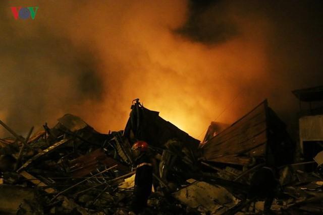 Chợ Gạo ở Hưng Yên tan hoang, đổ nát sau vụ cháy kinh hoàng - Ảnh 3.