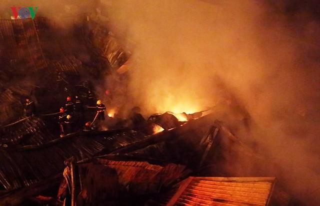 Chợ Gạo ở Hưng Yên tan hoang, đổ nát sau vụ cháy kinh hoàng - Ảnh 4.