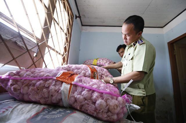 Kỳ lạ, nông sản Trung Quốc từ TP HCM nhập ngược lên Đà Lạt - Ảnh 1.