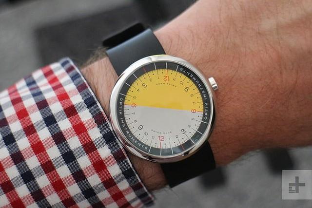 Cận cảnh chiếc đồng hồ kỳ lạ không kim giờ, kim phút - Ảnh 4.