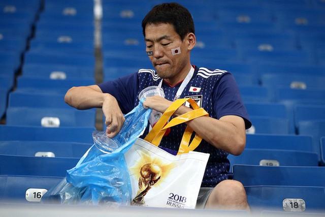 Chưa lúc nào người Nhật thôi khiến cả thế giới nghiêng mình kính nể: Chỉ là vài hành động nhỏ sau một trận bóng thôi nhưng chẳng phải ai cũng làm được! - Ảnh 5.