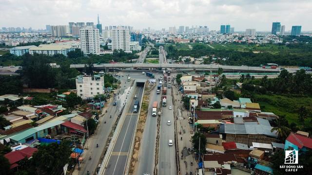 Toàn cảnh cây cầu 200 tỷ tại TP.HCM vừa đưa vào sử dụng đã bị sụt lún - Ảnh 7.