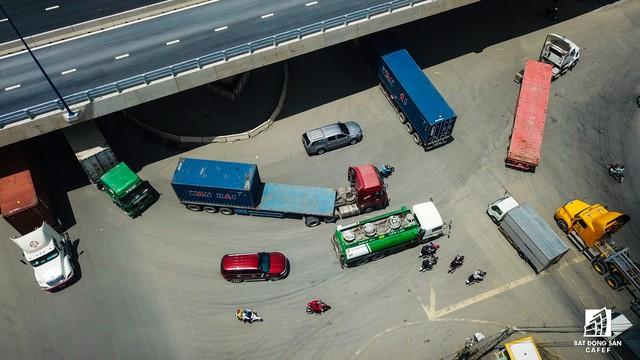 Toàn cảnh cây cầu 200 tỷ tại TP.HCM vừa đưa vào sử dụng đã bị sụt lún - Ảnh 9.