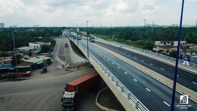 Toàn cảnh cây cầu 200 tỷ tại TP.HCM vừa đưa vào sử dụng đã bị sụt lún - Ảnh 13.