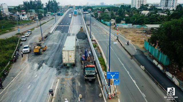 Toàn cảnh cây cầu 200 tỷ tại TP.HCM vừa đưa vào sử dụng đã bị sụt lún - Ảnh 14.