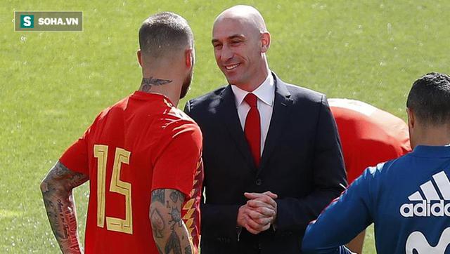 """Tây Ban Nha """"đại loạn"""": Chủ tịch Perez của Real cũng bị lôi ra để nguyền rủa - Ảnh 1."""