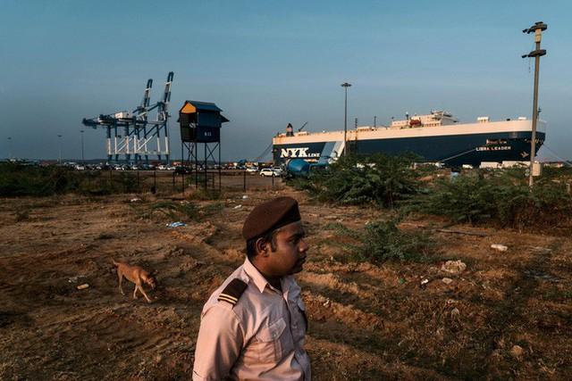 Làm thế nào Trung Quốc thâu tóm được cảng chiến lược của Sri Lanka trong 99 năm? - Ảnh 1.