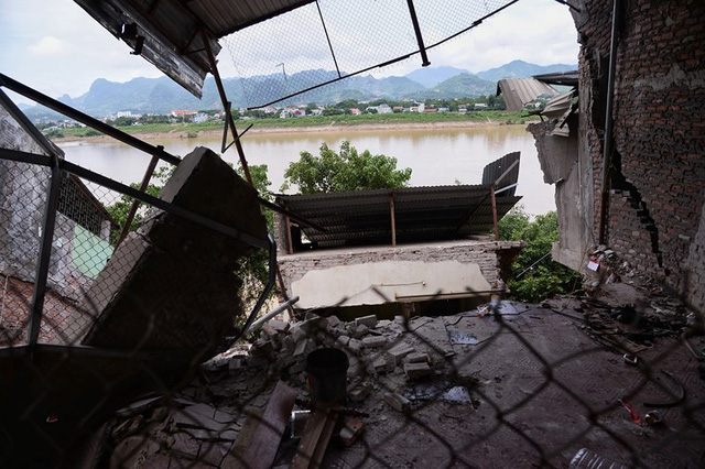 """Cận cảnh """"hà bá"""" sông Đà nuốt nhà dân ở Hòa Bình - Ảnh 1."""