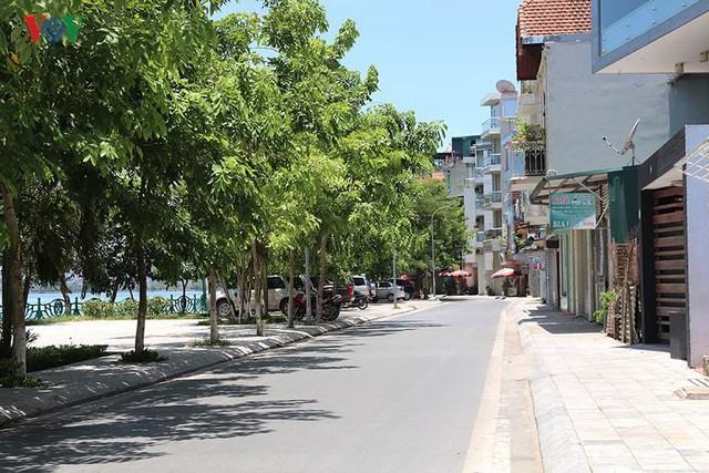 """Nắng nóng kỷ lục, đường phố Hà Nội vắng như """"chùa Bà Đanh"""" - Ảnh 11."""