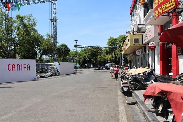 """Nắng nóng kỷ lục, đường phố Hà Nội vắng như """"chùa Bà Đanh"""" - Ảnh 3."""