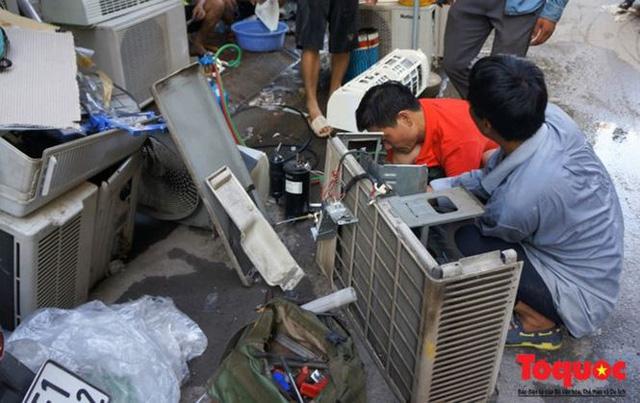 Thợ sửa điều hòa kiếm tới 6 triệu đồng mỗi ngày nắng nóng - Ảnh 4.