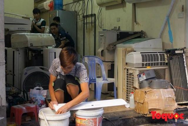 Thợ sửa điều hòa kiếm tới 6 triệu đồng mỗi ngày nắng nóng - Ảnh 5.