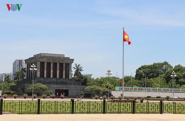 """Nắng nóng kỷ lục, đường phố Hà Nội vắng như """"chùa Bà Đanh"""" - Ảnh 5."""