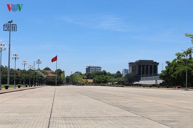 """Nắng nóng kỷ lục, đường phố Hà Nội vắng như """"chùa Bà Đanh"""" - Ảnh 6."""