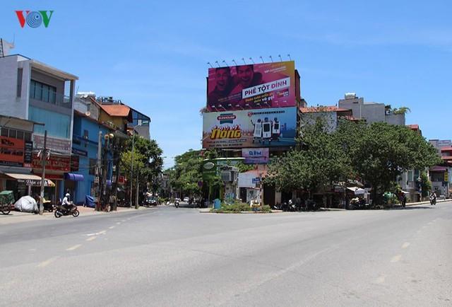 """Nắng nóng kỷ lục, đường phố Hà Nội vắng như """"chùa Bà Đanh"""" - Ảnh 9."""