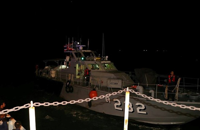 Ngày bão tố ở Thái Lan: Chìm tàu, rơi máy bay khiến hơn 100 người gặp nạn - Ảnh 2.