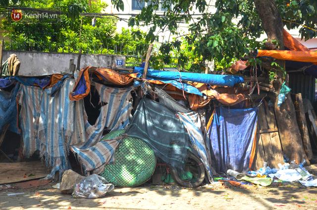 Xóm trọ nghèo không quạt, không điều hòa ở Hà Nội: Ban ngày đi khỏi nhà, ban đêm phải đổ nước lên giường mới ngủ được - Ảnh 2.