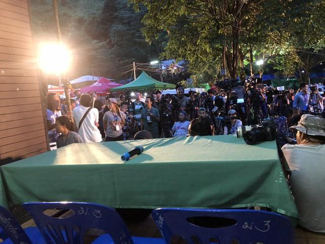 Cập nhập: Cuộc họp bất thường về giải cứu đội bóng nhí Thái Lan tiếp tục bị trì hoãn - Ảnh 1.