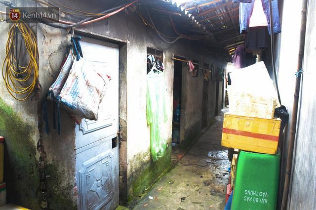 Xóm trọ nghèo không quạt, không điều hòa ở Hà Nội: Ban ngày đi khỏi nhà, ban đêm phải đổ nước lên giường mới ngủ được - Ảnh 6.