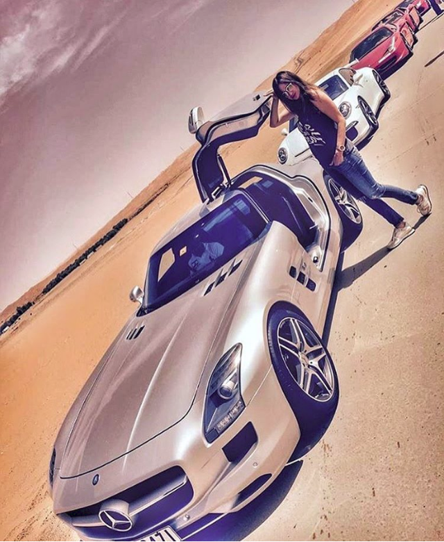 Hoa mắt với câu lạc bộ các quý cô chơi siêu xe ở Dubai: Cuộc sống quá ngắn để lái một chiếc xe nhàm chán - Ảnh 2.