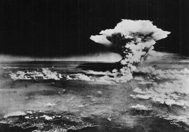 Câu chuyện của cây bonsai Nhật Bản 400 tuổi vẫn sống sót sau khi bom nguyên tử thả xuống Hiroshima - Ảnh 1.