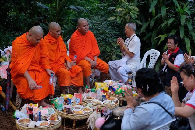 Các hình ảnh cho thấy quy mô và độ phức tạp của nỗ lực giải cứu các cậu bé Thái Lan bị mắc kẹt - Ảnh 11.